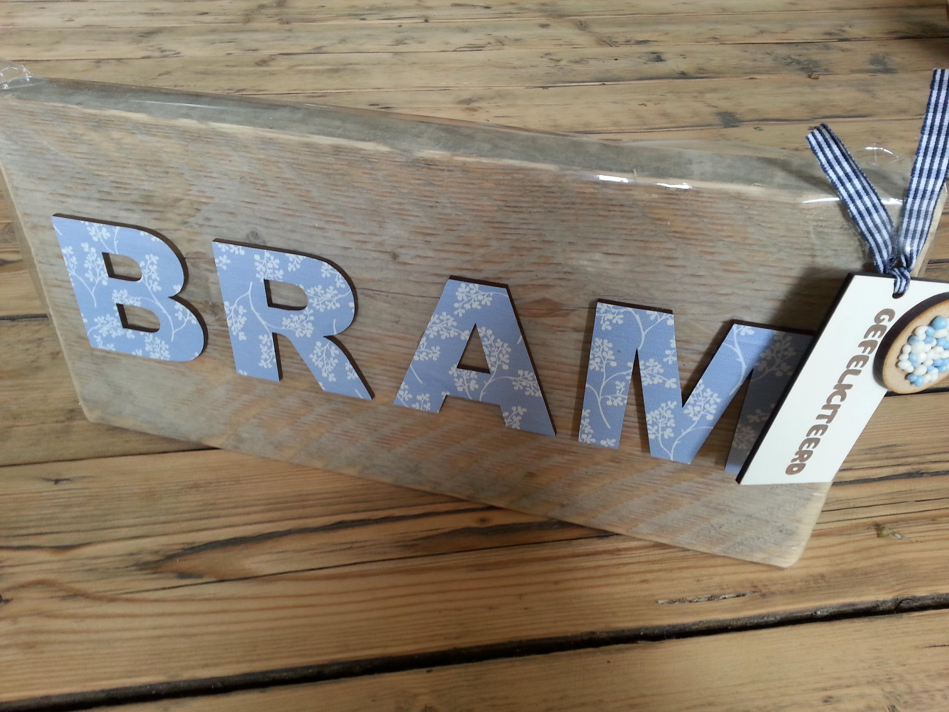 Steigerhout met plakfolie letters