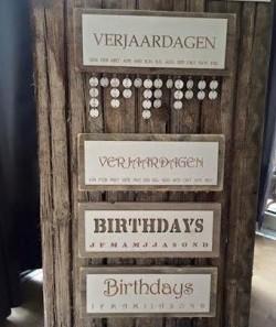 Steigerhouten kalender met eigen tekst, eigen ontwerp