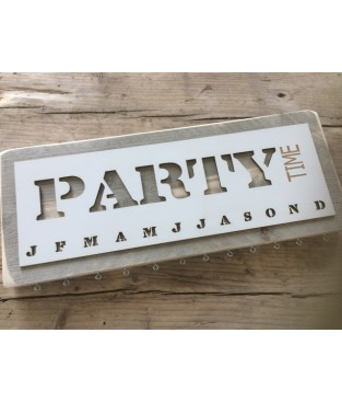 Verjaardagskalender steigerhout 'party time'