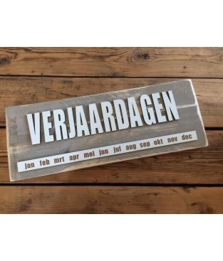 Verjaardagskalender steigerhout 'VERJAARDAGEN' letters