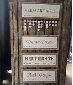 Verjaardagskalender steigerhout met eigen tekst