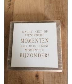 Steigerhouten tekstbordje met de tekst 'wacht niet op...'