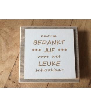 Steigerhouten tekstbordje met de tekst 'enorm bedankt juf...'